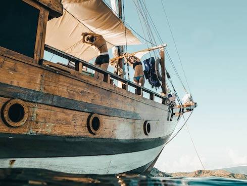 boat charter komodo
