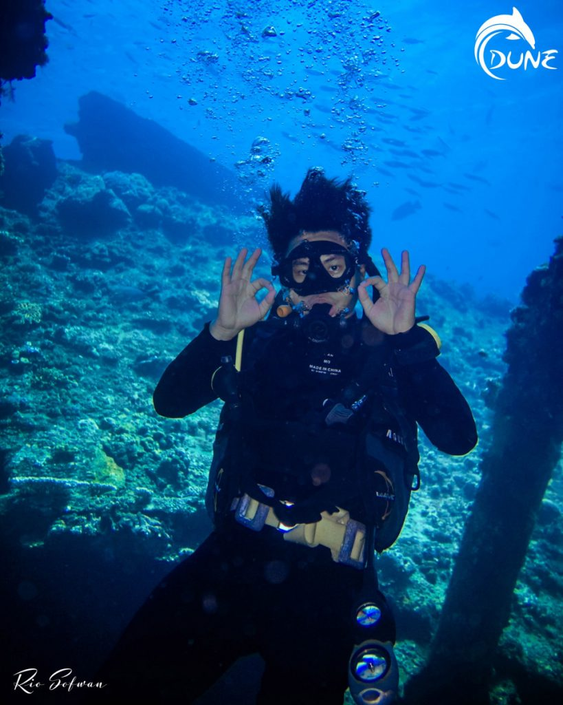 Take A Scuba Diving Vacations for Beginners with Dive Center